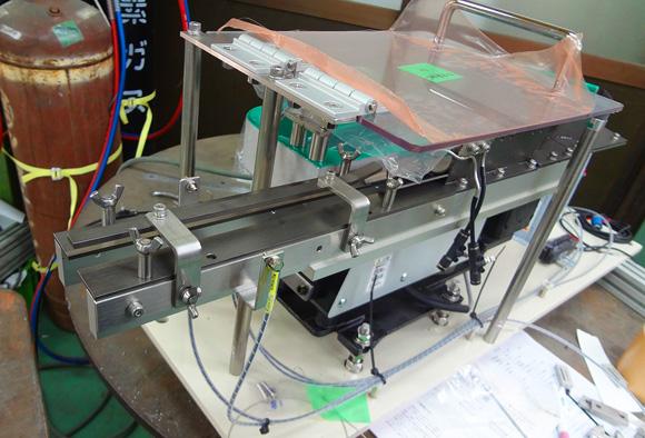特殊ボルト用省スペース型パーツフィーダーの全体像です
